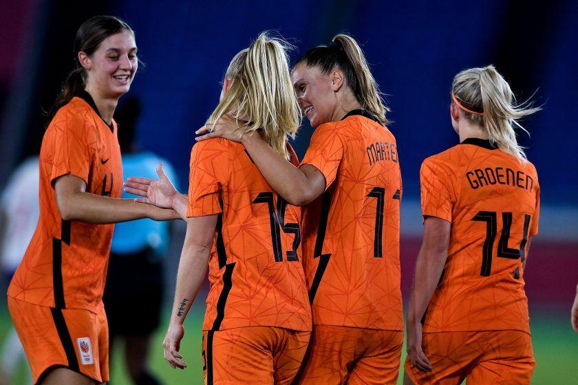 Países Bajos pasa a cuartos goleando