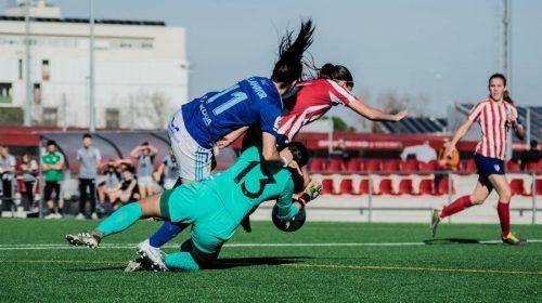 Jana, guardameta del Atlético, tuvo que emplearse a fondo.