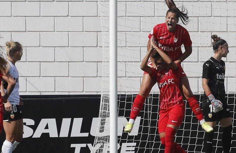 El Sevilla logra su primera victoria
