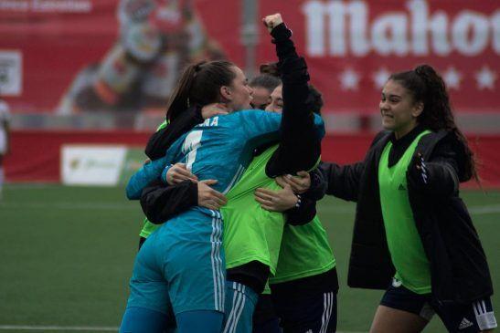 Yohana Gómez, portera del Tacón, celebrando uno de los tantos de su equipo.